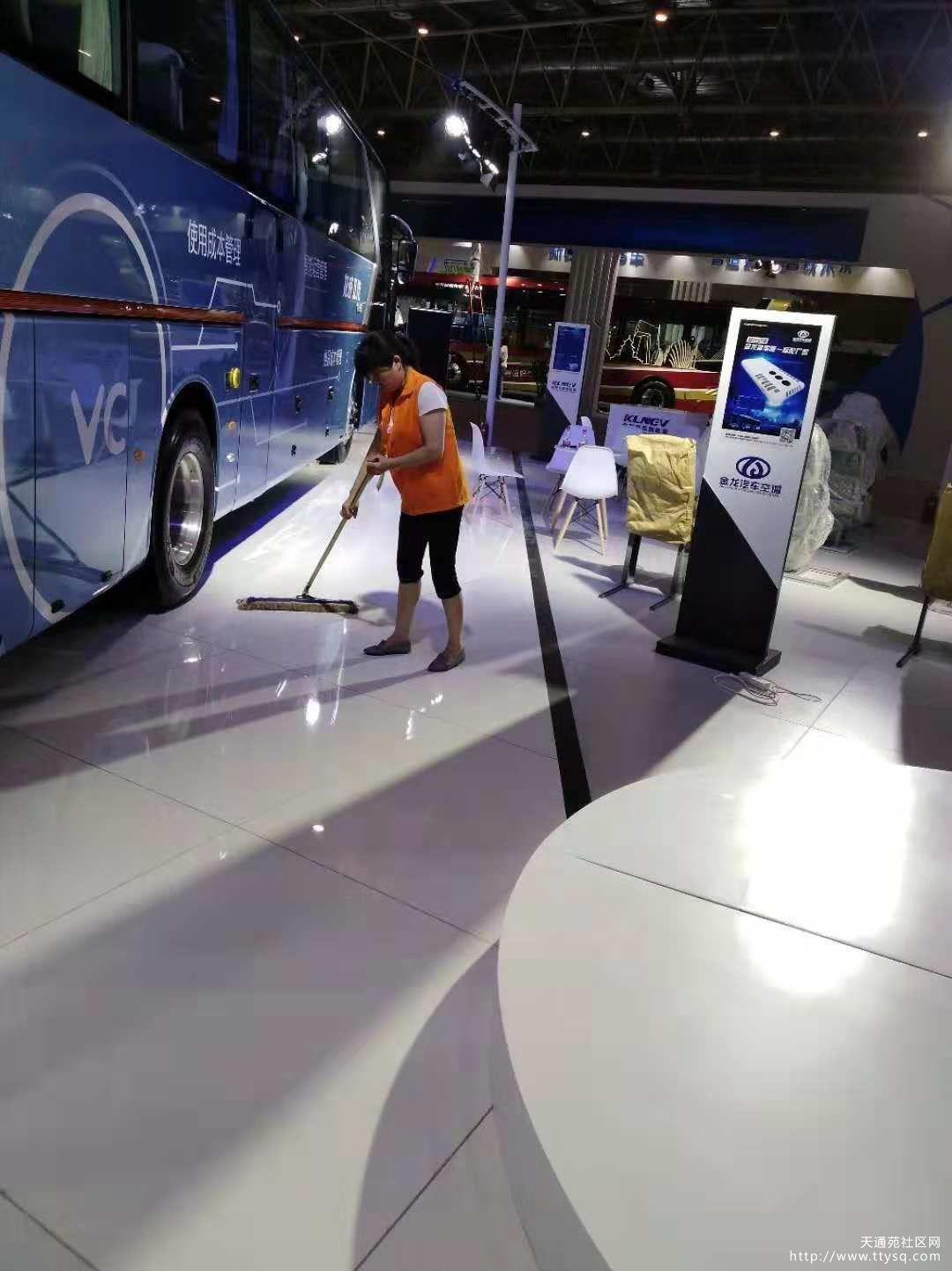 展会期间,汽车展厅特约保洁